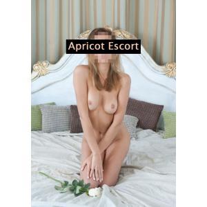Lena 27 Jahre - Apricot Escort